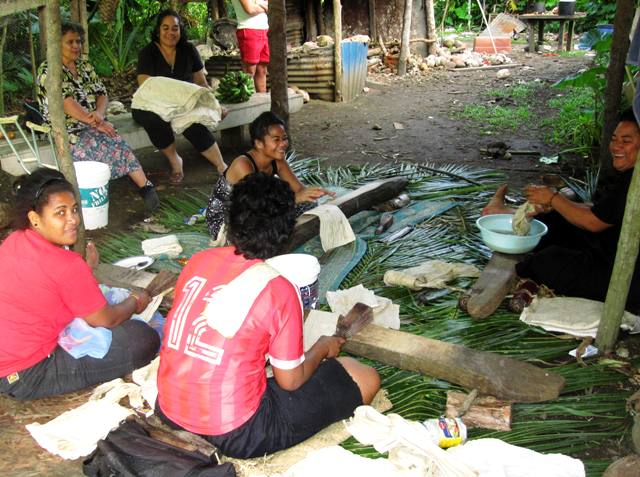Tapa Making for Methodist Convention.Nukualofa Tonga