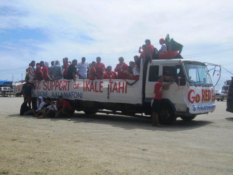 Ikale Tahi Fan Bus in Nuku'alofa, Tonga
