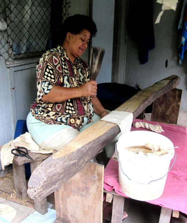 Kaloni beating TuTu with an Ika.Tapa Making in Tonga