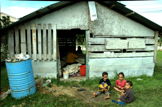 Tapa Making in Kava Hut.Nukualofa Tonga
