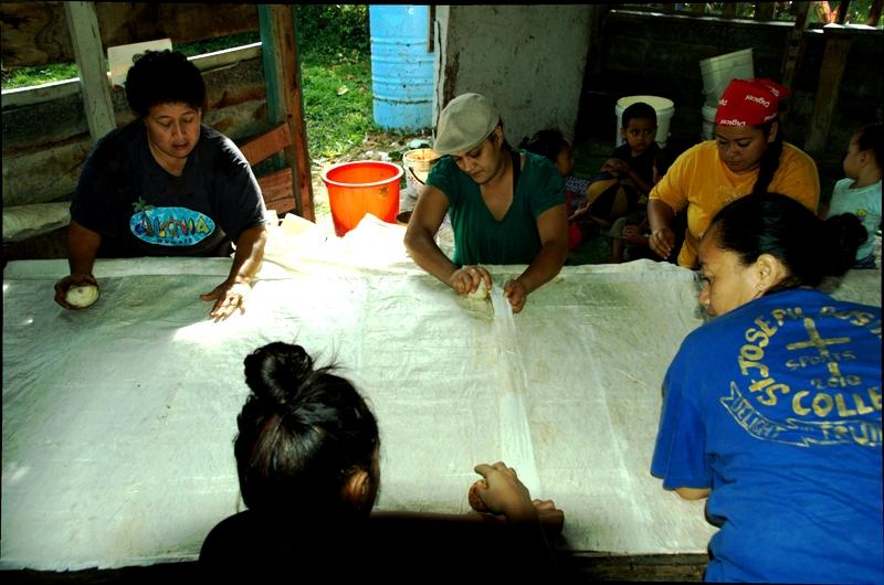 tapa making.kingdom of tonga