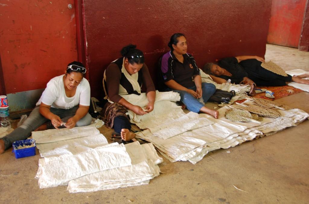 Women Preparing Tapa Cloth, lower level of Meketi Talamahu
