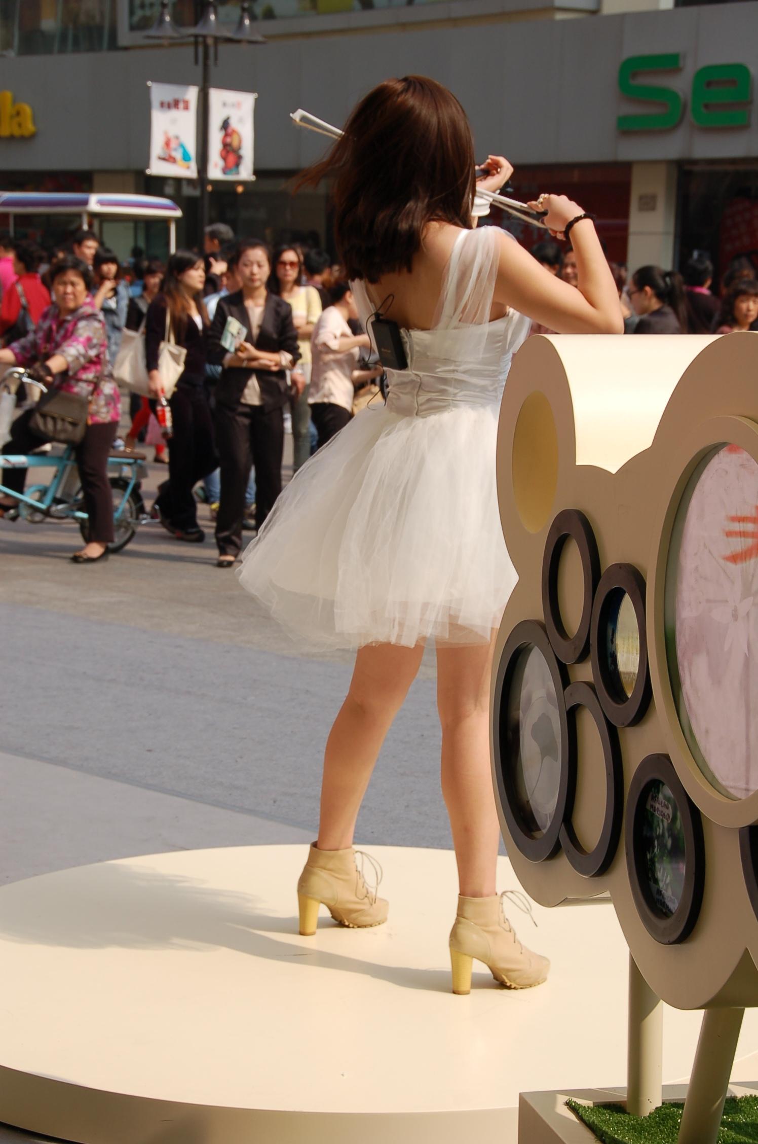 Street Musician, Binjiang Dao