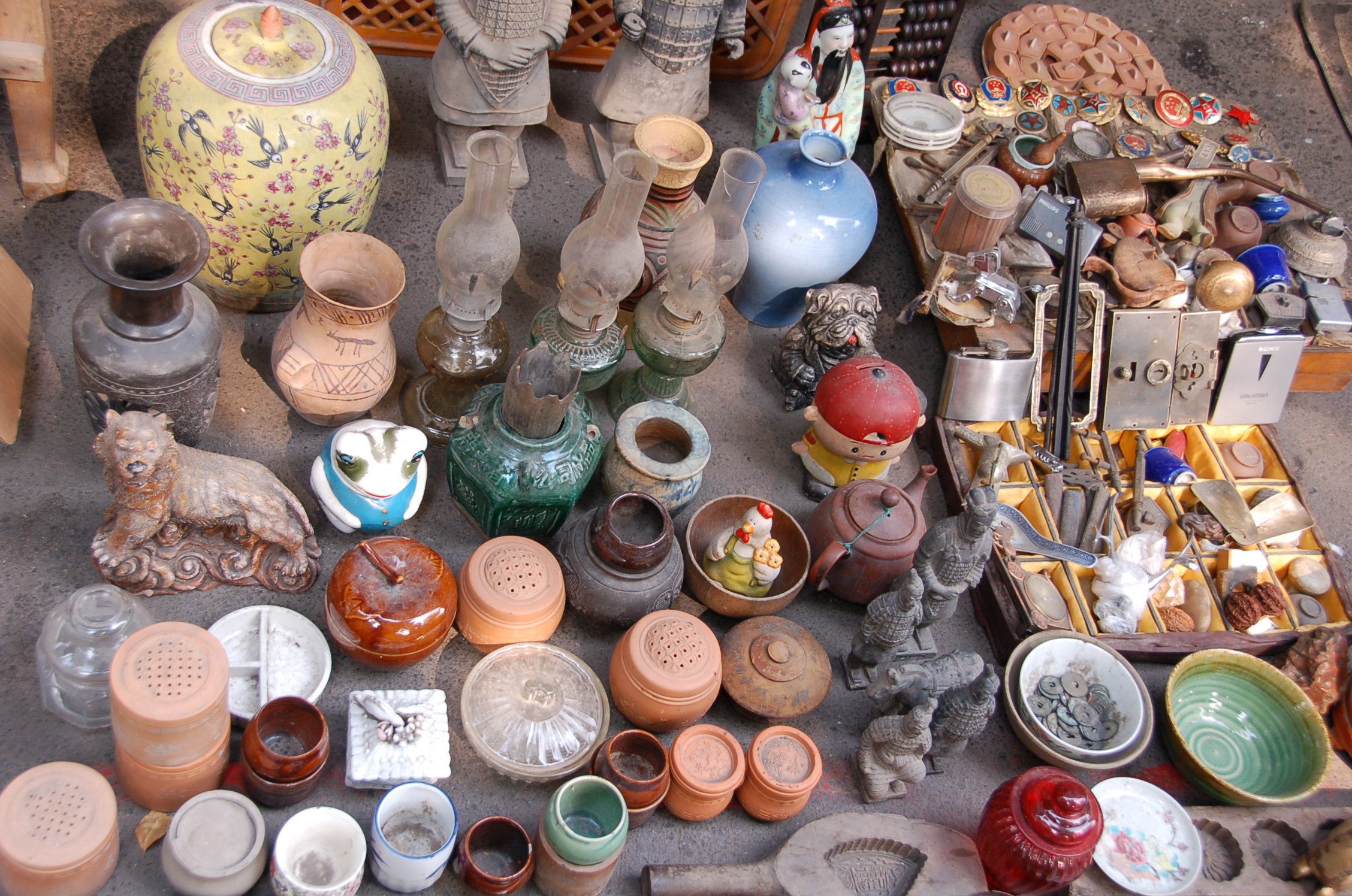 Ceramics at Tianjin Antique Market