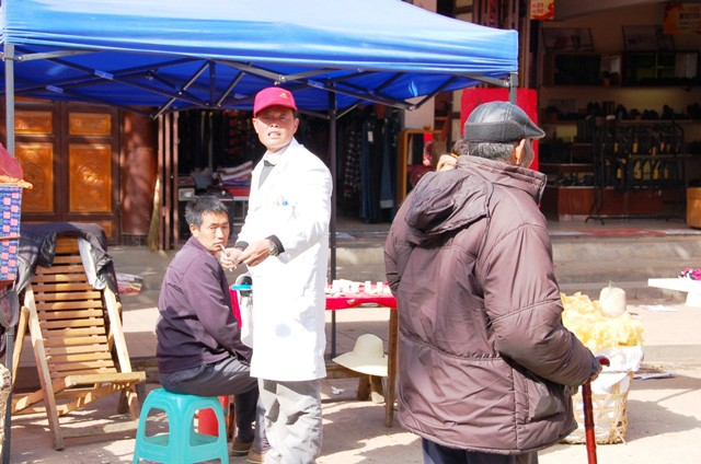 Shaxi Friday Market. A Dentist at Work (Main Road).