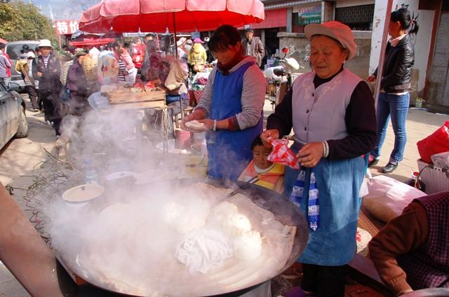 Shaxi Friday Market: Woman Steaming Buns