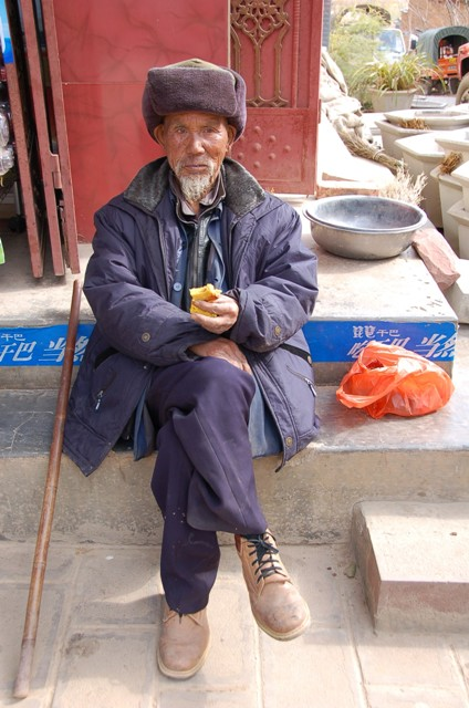 Shaxi Friday Market, Old Man Sunning