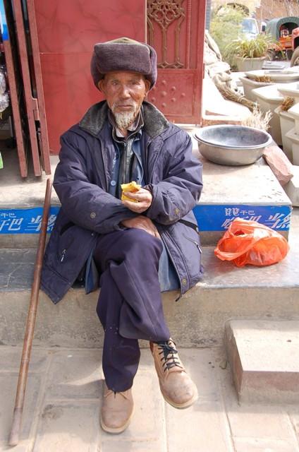 Shaxi Friday Market, Old Man Sunning