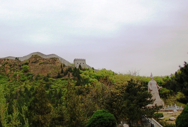View from start of Taiping Mountain Stronghold. The statue is of Qi Jiguang, the Commander in Chief who restored much of the wall during the Ming Dynasty, which was from Ming Dynasty (1368 - 1644).