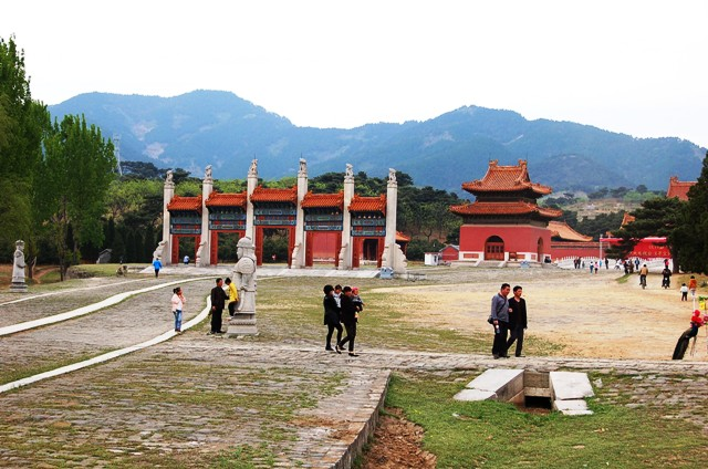 Eastern Qing Tombs: The three narrow ribbons of walkway to the left are the older roads. The center was intended exclusively for Emperor's use.