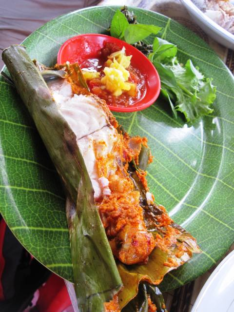 Fish cooked in banana leaf and coconut curry