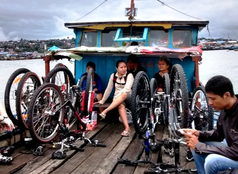 Cycling Trip from Balikpapan to Penajam: 7 bikes and a boat!