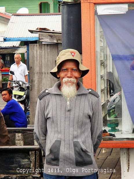 Man at Kampung Baru Wharf, Balikpapan Indonesia
