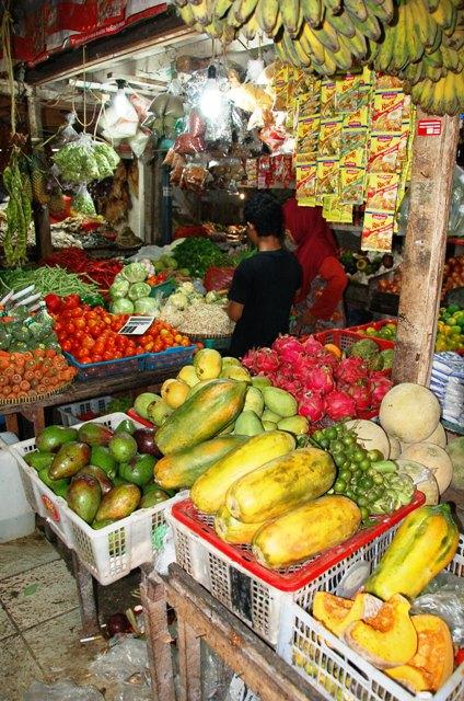 Pasar Klandasan Stall: Dragon Fruit, Papaya, Squash, Avocado, Mango, Cantaloupe and Limes!