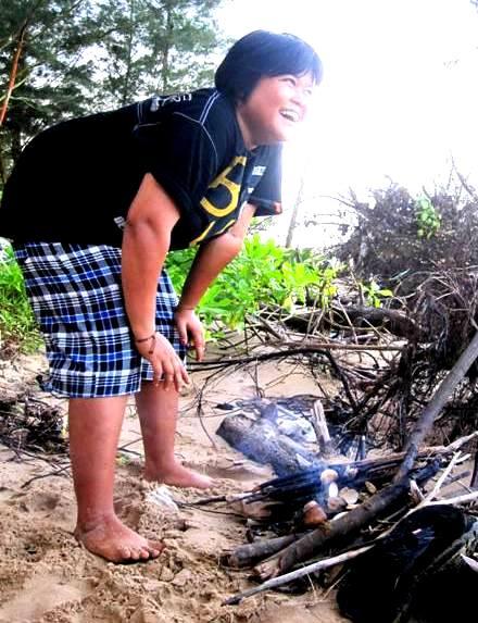 Siut baking clams.Lamaru Beach.Balikpapan Indonesia
