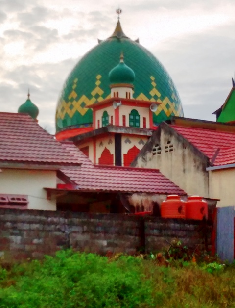 Mosque between kampung homes, taken during Saturday Hash.