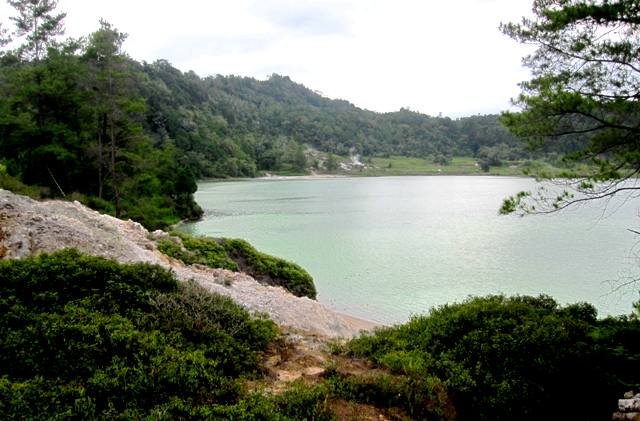 Lake Linow landscape