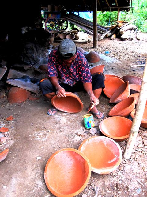 Pulutan Pottery. Man mending gold smelting pots.width=