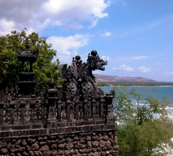 Bali Temples: Dragon Statue from Pura Pabean.Pemuteran Bali