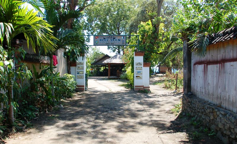 Path from Tirta Sari to Beach at Pemuteran Bali