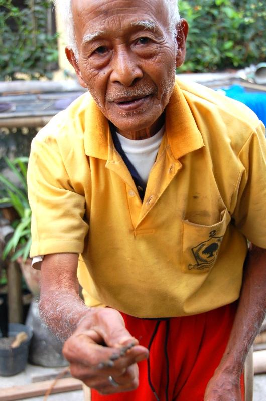 Pak Beni holding dried pepper corns. Munduk, Bali