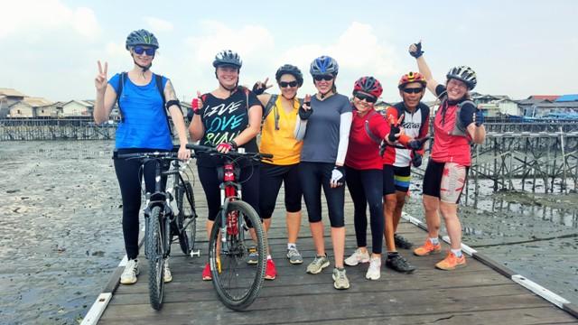 Cycling over swamps at Kampung Baru.Balikpapan (4)