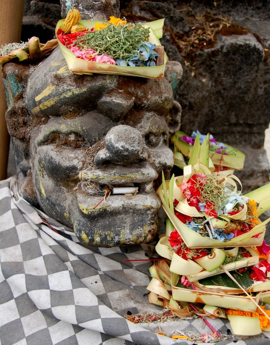 Offerings outside temple between Tamblingan and Buyan Lakes