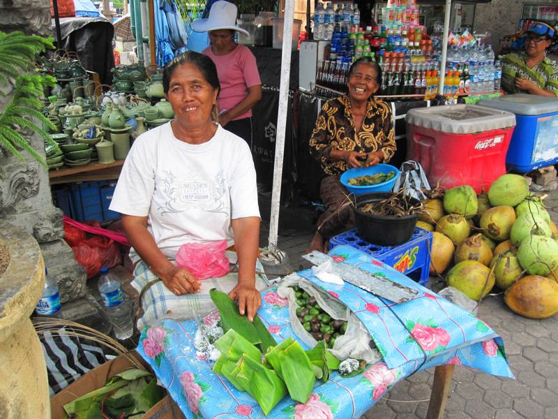 Vendors at Pura Tanah Lot.Important Bali Temples