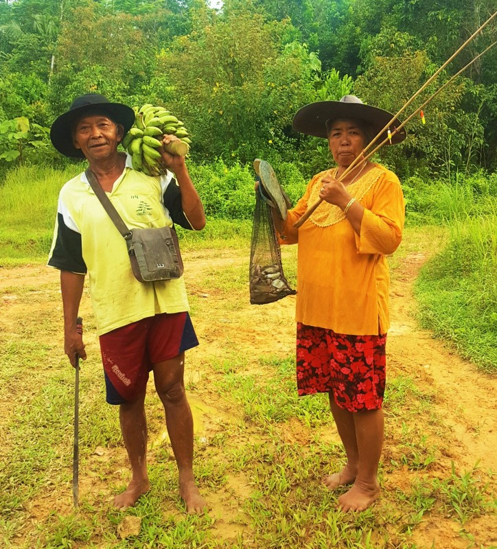 Husband and wife returning with their afternoon catch of pisang and ikan, Balikpapan, Indonesia