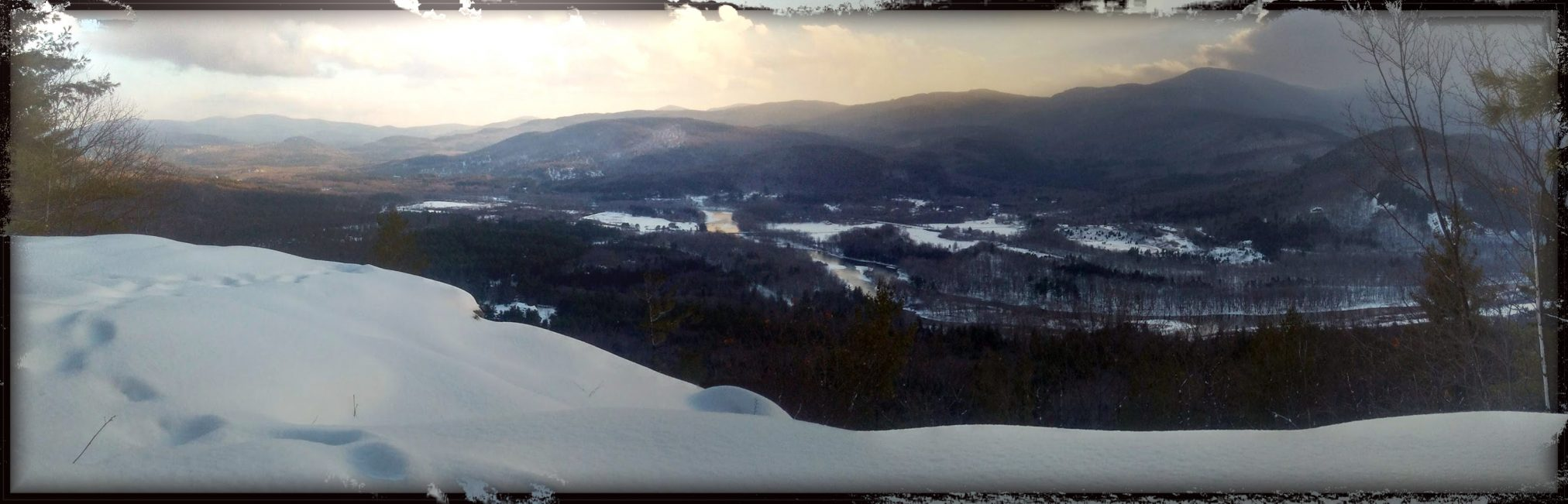Winter panorama from summit of Mt Crag, NH